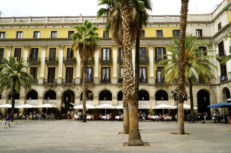 Real Square in the Gothic Quarter, Barcelona for family vacation