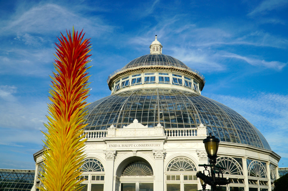 Chihuly-scarlet-yellow-tower-building-new-york-