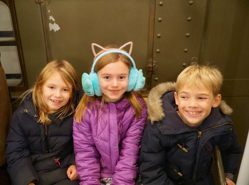 holiday-vintage-train-kids-nyc-