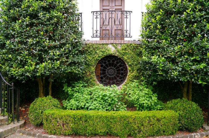 Charleston Getaway weekend includes admiring all the beautiful homes