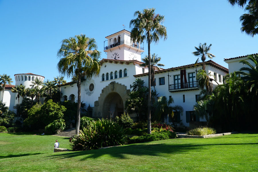 Tings to do in Santa Barbara with kids, the Santa Barbara County Courthouse