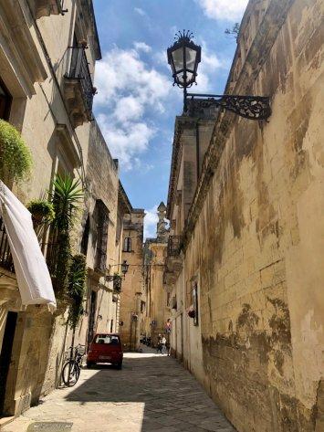 Lecce-Puglia-alleyway