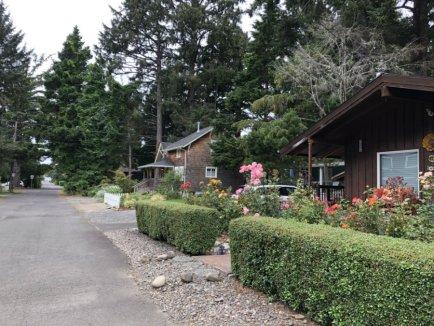 Cannon-Beach-village-Oregon