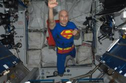 detente-luca-parmitano-superman