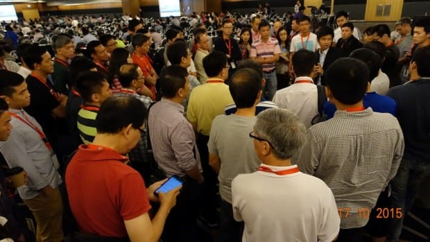 Rusmin Ang - InvestX Congress 2015 - Surrounded by Attendees