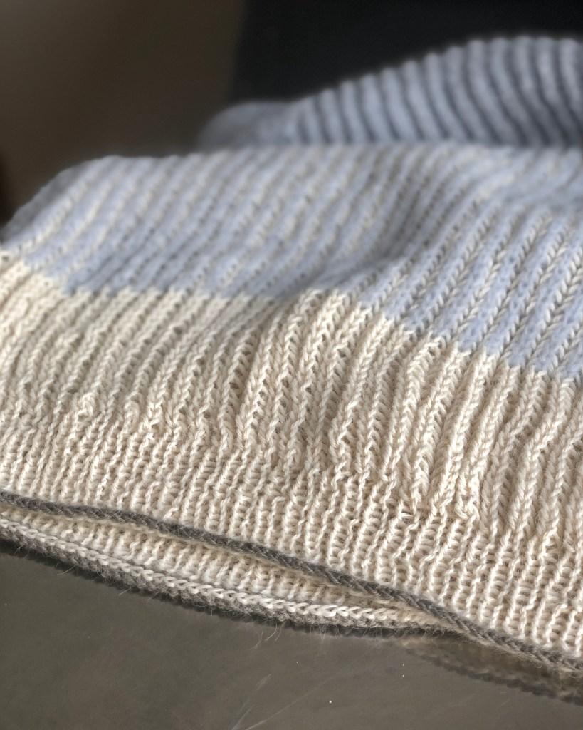 sweater i to-farvet patent