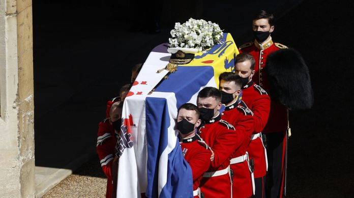 Zara Tindall, Mike Tindall, Princess Eugenie, Jack Brooksbank, Princess Beatrice and Edoardo Mapelli Mozzi during the funeral
