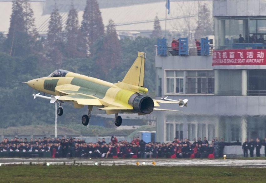 İlk JF-17 Thunder Block III Fighter Jet İlk Uçuşunu Yaptı