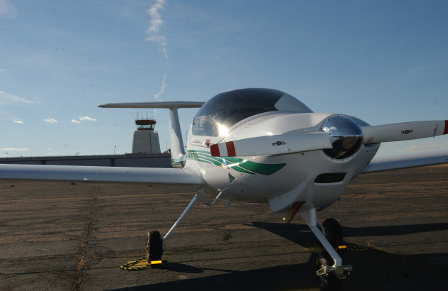 A Diamond DA-20 aircraft awaits students