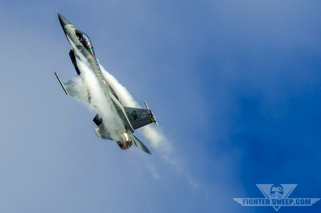 Dogfighting in an F-16 (Part 1)
