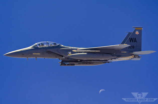A Boeing F-15E Strike Eagle equipped with the AN/AAQ-33 Sniper Advanced Targeting Pod.
