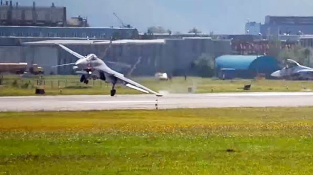 Russian Super Flanker Executes A Terrible Landing!