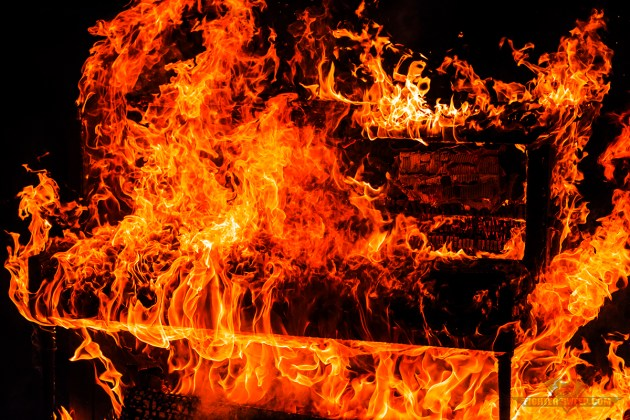 A piano burns in honor of the fallen. (Photo by Scott Wolff)