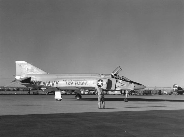 yf4h-1_phantom_ii_of_project_top_flight_at_edwardsafb_1959