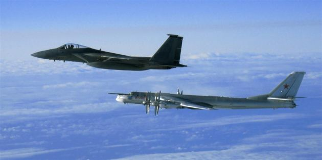 F-15_intercepting_a_Russian_Tupolev_Tu-95