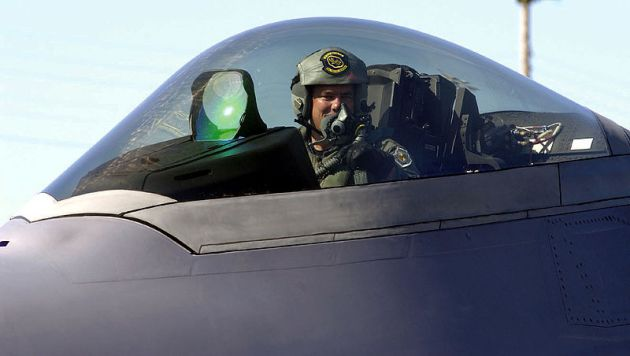 F-22_cockpit_close-up