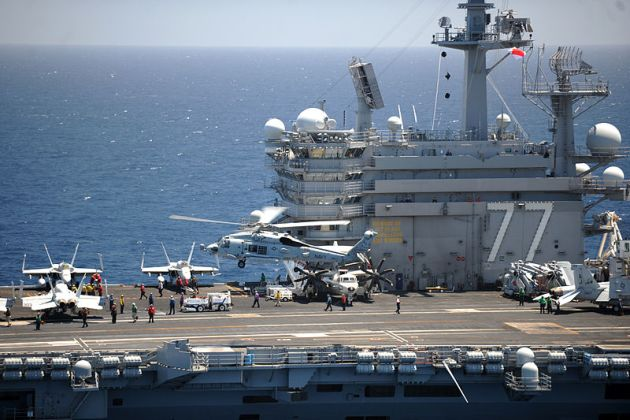 Sea_Hawk_helicopter_lands_aboard_USS_George_H.W._Bush_(CVN-77)