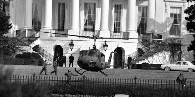 helicopter-landing-on-white-house-lawn-1974
