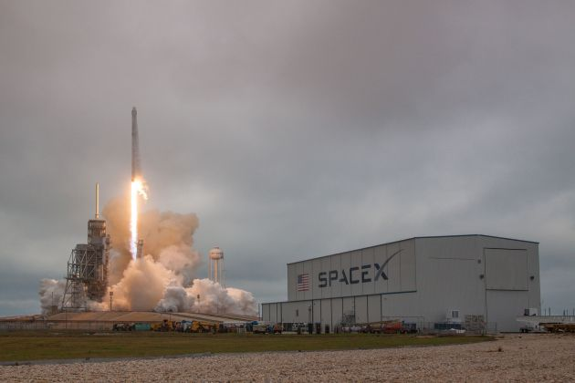 spacex-pad39a-falcon-9-first-launch-2