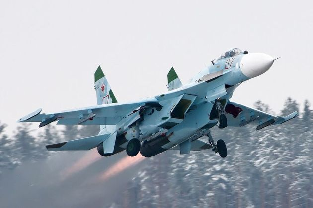 Sukhoi_Su-27,_Russia_-_Air_Force
