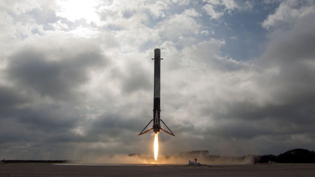 spacex-falcon-9-landing-cape-canaveral-crs-10