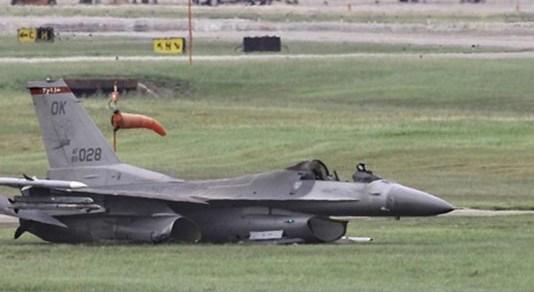 F16crash_ellington-houston-texas