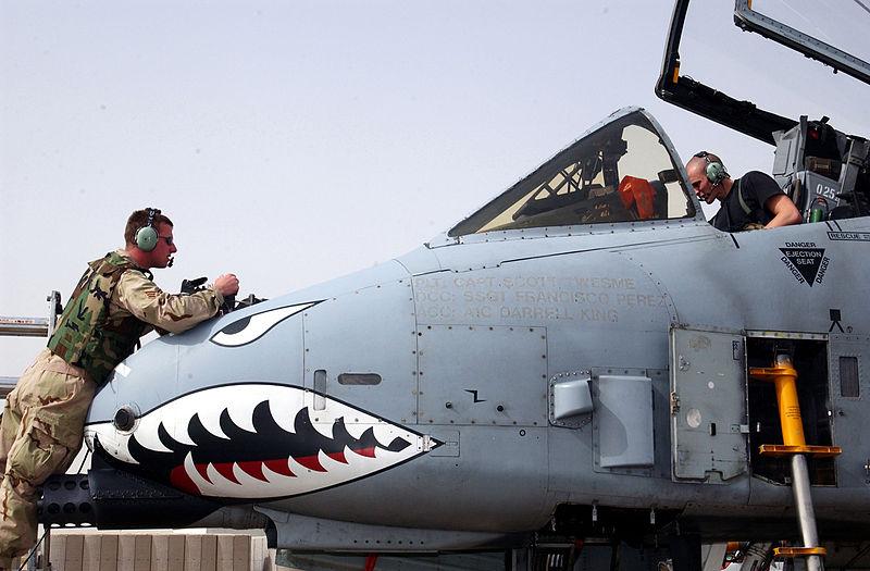 A-10_Warthog_nose_maintenance