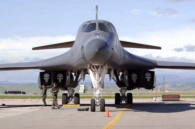 B-1B_Lancer_Awaits_Inspection, korea