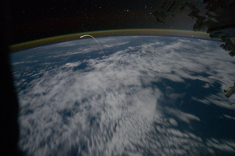 STS-135_Space_Shuttle_Atlantis_reentry_seen_from_the_ISS