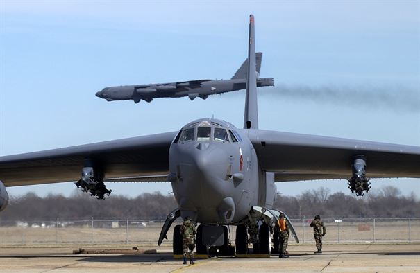 b-52-straofortress-boeing-new-engines