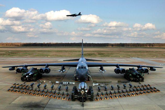 korea-nuclear-alert-B-52H_static_display_arms