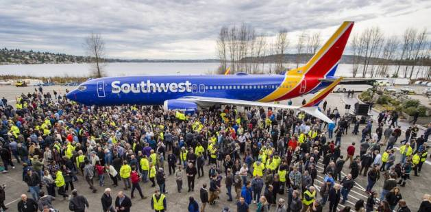 737 Facts A 737 takes off or lands every 1.5 seconds On average, more than 2,800 737s are in the air at any given time More than 22 billion people have flown on a 737 The 737 has flown more than 122 billion miles, the equivalent of 5 million times around Earth