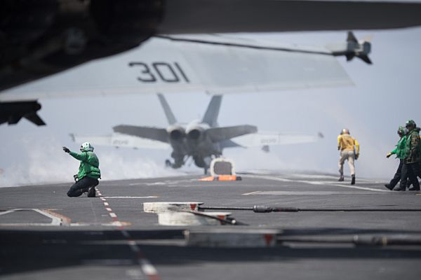 """F/A-18E Super Hornet with the """"Tophatters"""" of Strike Fighter Squadron 14"""