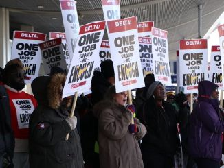 UNITE HERE Local 24 picketers at Detroit Metro Airport.