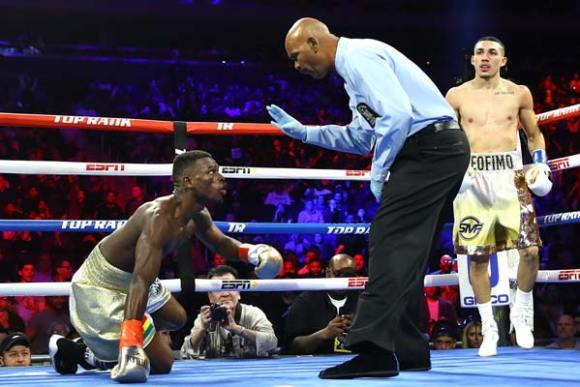 Richard Commey contra Teofimo López derribo