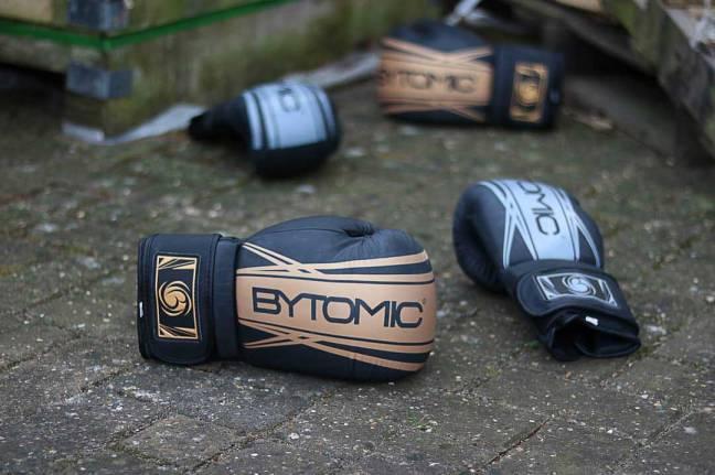 Bytomic Axis V2 Boxing Gloves Black/Gold
