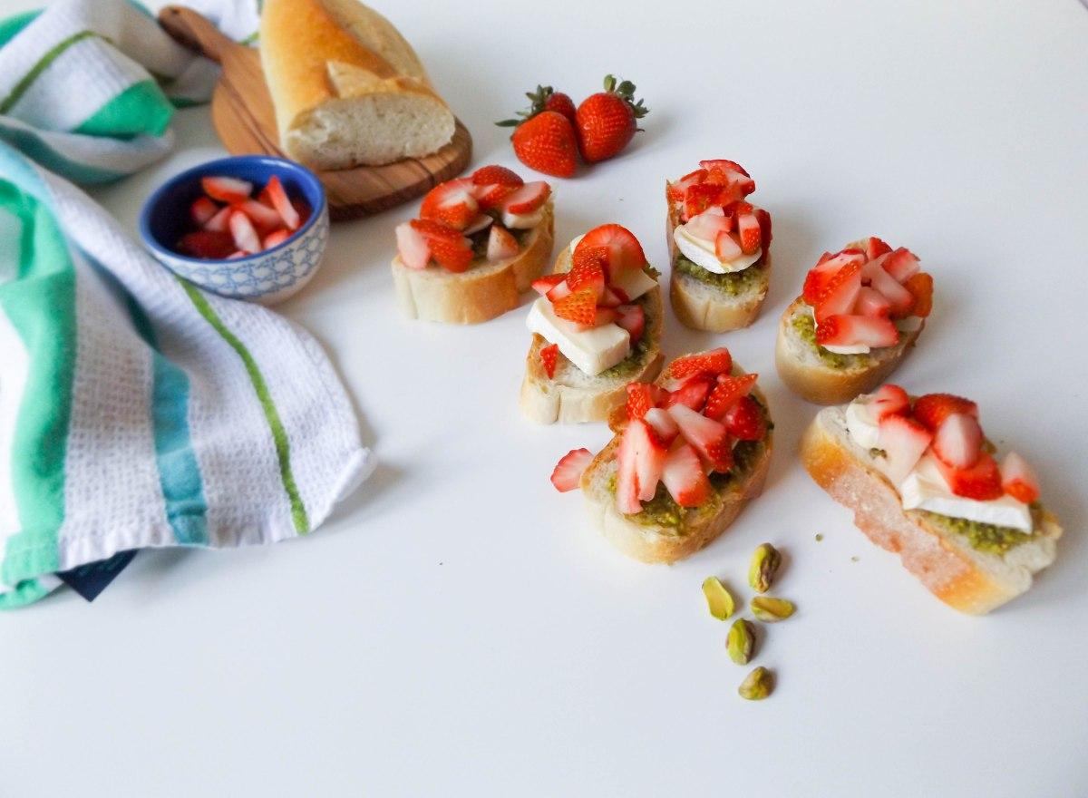 strawberry pistachio pesto crostini (1 of 1)-4