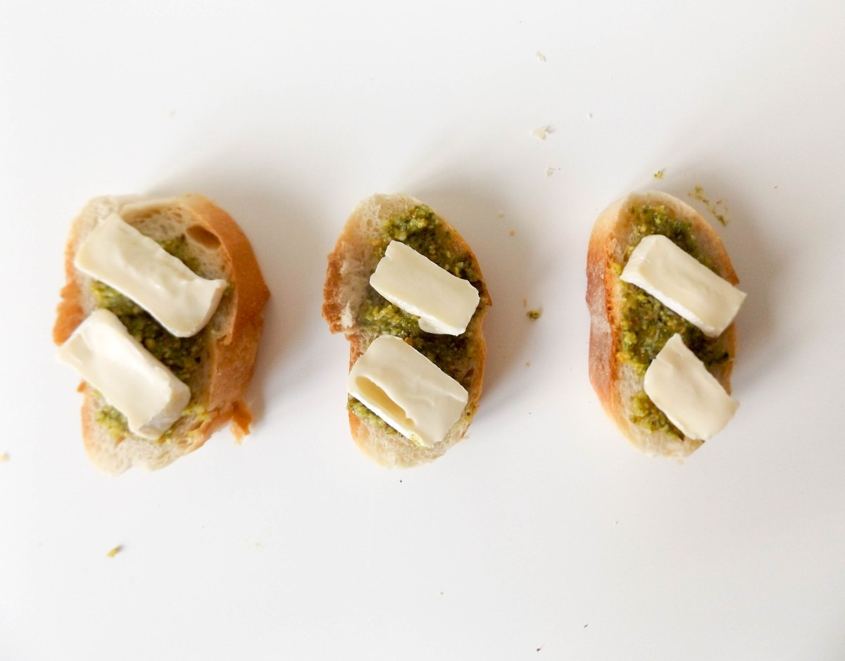strawberry pistachio pesto crostini (1 of 1)-7