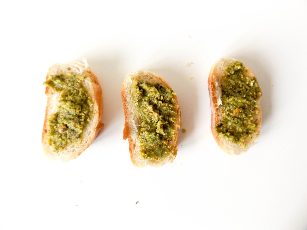strawberry pistachio pesto crostini (1 of 1)-8