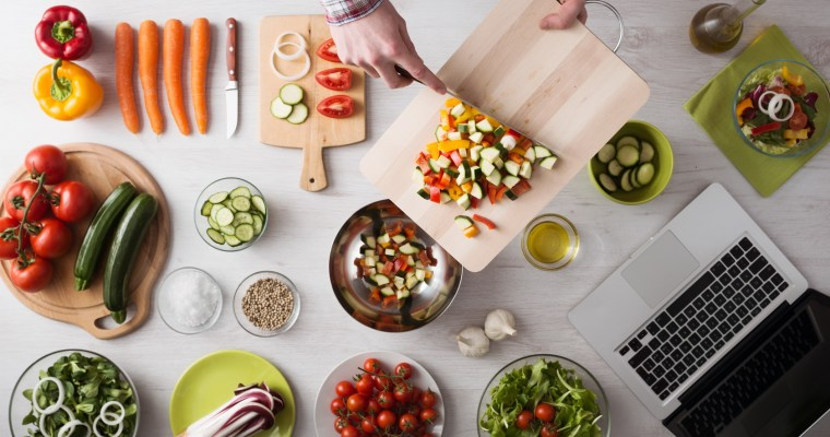 Cooking at home with online recipes