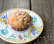 Blueberry cinnamon crumble muffins