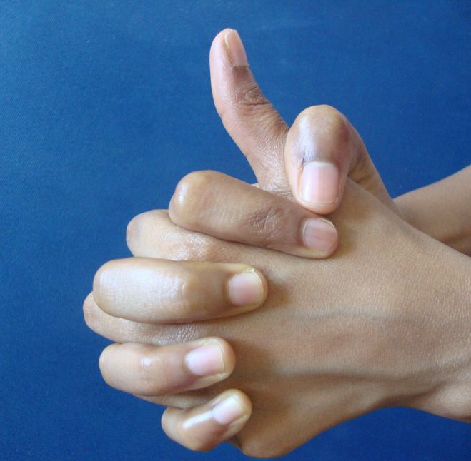 a jobb kéz mutatóujja fájó ízülete