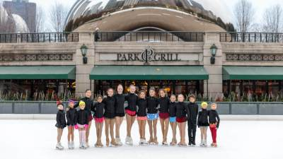 2018-millenium-park-ice-rink-skaters