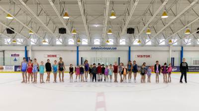 2018-summer-camp-skating-show-group