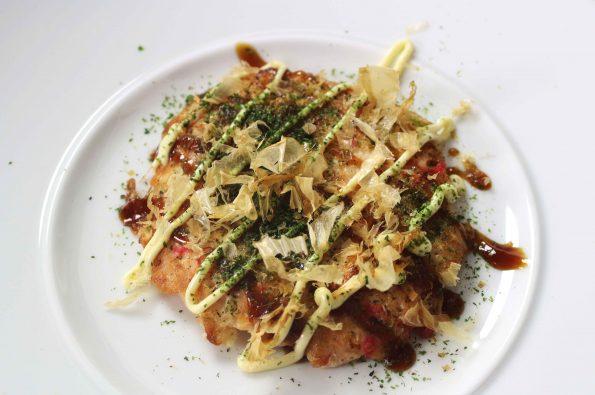 recept voor Okonomoiyaki okonomiyaki rotterdam Okonomiyaki recept Okonomiyaki Osaka style Okonomiyaki met garnalen Okonomiyaki maken Okonomiyaki bereiden Okonomiyaki amsterdam japanse streetfood japans eten gerecht Okonomiyaki