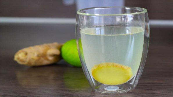 Gember thee met citroen en verse gember en honing
