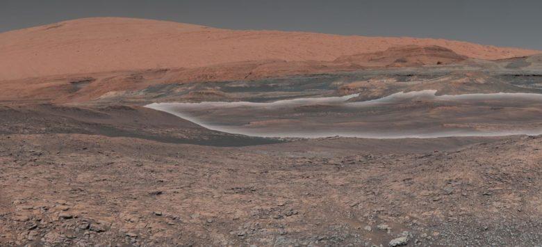 Mars iki adet garip davranışlı Ay'a sahip