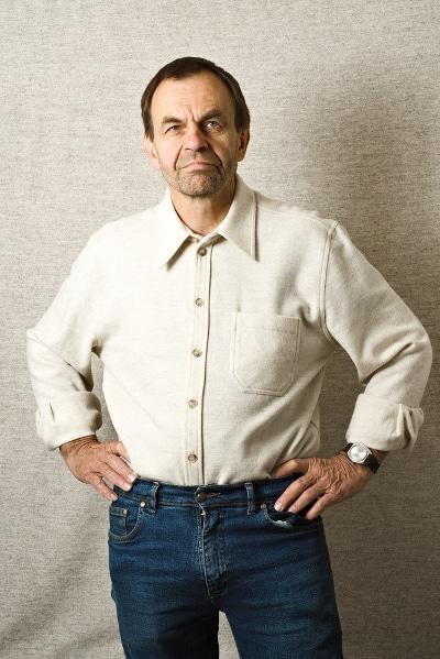 chemise pure laine mérinos blanche filature de chantemerle longo mai portrait portée rentrée dans un pantalon