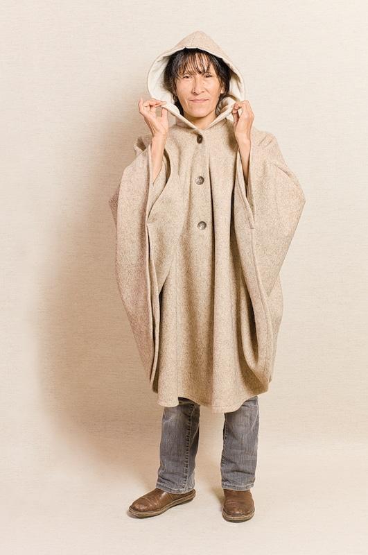 cape pure laine vierge capuche beige