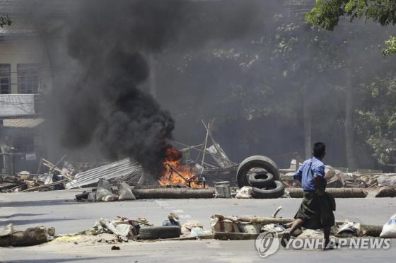 미얀마 양곤 철도 노동자 주택, 군사 공습 후 화재 폭증